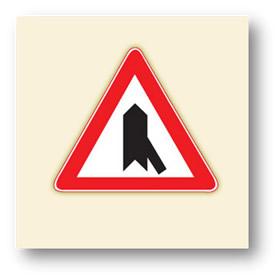 trafik tehlike uyarı işaretleri sağdan ana yola giriş